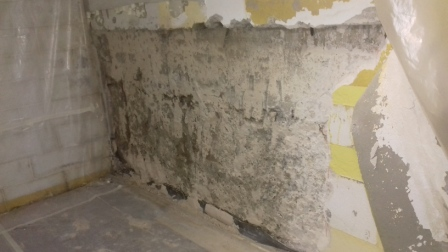La parete danneggiata